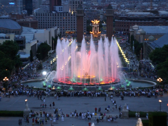 Magic Fountain Barcelona tips